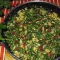 Fasolka szparagowa z jajkami i pestkami granata (przepis wegetariański)