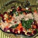 Gruzińska sałatka warzywna z sosem orzechowym