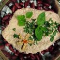 Kirkazhi - gruzińska sałatka fasolowa z sosem orzechowo-czosnkowym
