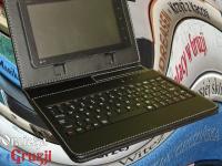 Tablet z multimedialną biblioteką podróżną