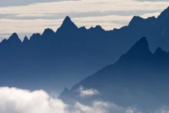 Widok na pasma gór Wysokiego Kaukazu [fot. Darek Piwowarski] -26