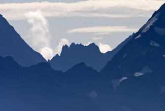 Widok na pasma gór Wysokiego Kaukazu [fot. Darek Piwowarski] -27
