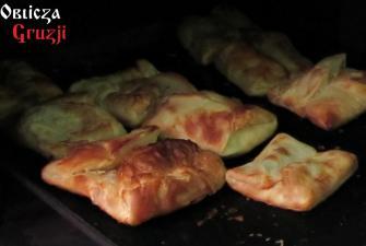 Chaczapuri penowani z ciasta francuskiego (penovani khachapuri)