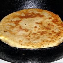Czaczapuri smażone na kuchence