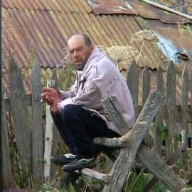 Fridon Nizharadze przed domem, Uszguli