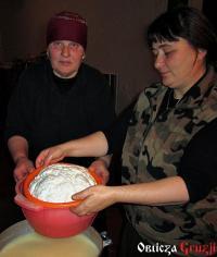 Nauka robienia domowego sera u Meri Kvitsiani