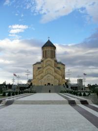 Schody wejściowe do Soboru Świętej Trójcy w Tbilisi