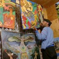 Fridon w pracowni ze swoimi obrazami