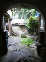Podwórko kamienicy na Starym Mieście w Tbilisi, Gruzja