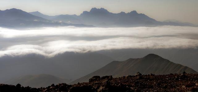 Poranek w górach Wysokiego Kaukazu [fot. Darek Piwowarski]