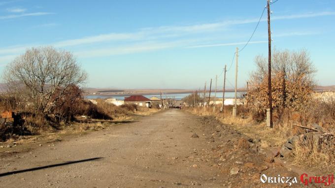 Droga przez wioskę Sameba w stronę jeziora Madatapa